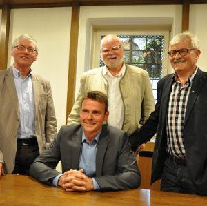 Stehen hinter Andreas Sunder (vorn) als Bürgermeisterkandidat: Jürgen Don (FWG, links), Hans-Dieter Vormittag (Bündnis 90/Die Grünen, Mitte) und Gerd Muhle (SPD).