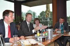v li. n. re.: Thorsten Klute, Bundestagskandidat, Ralf Jäger, Innenminister, Ulla Ecks, Vors. der SPD-Kreistagsfraktion, Andreas Sunder, Bürgermeister Rietberg