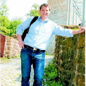 Will hoch hinaus: Versmolds Bürgermeister Thorsten Klute (39), hier vor dem Turm der Burg Ravensberg, möchte für die SPD den eher konservativen Wahlkreis Gütersloh I gewinnen. FOTOS: HERBERT GONTEK